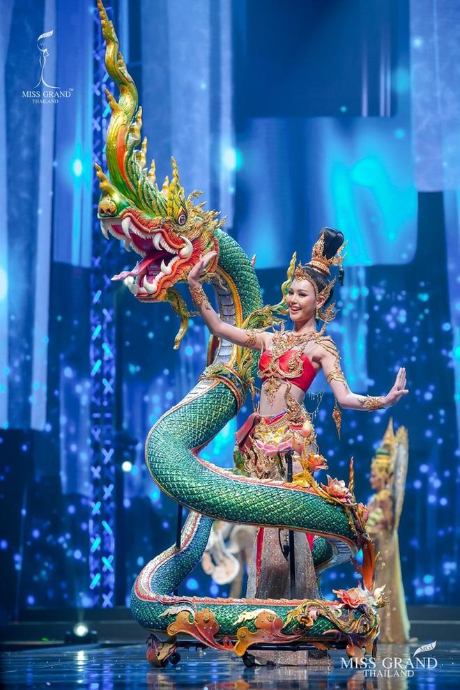 MXH náo loạn vì quốc phục có 1-0-2 tại Miss Grand ThaiLand 2020: Hết chợ nổi, bưởi da xanh đến... xương khủng long đem hết lên sân khấu - ảnh 12