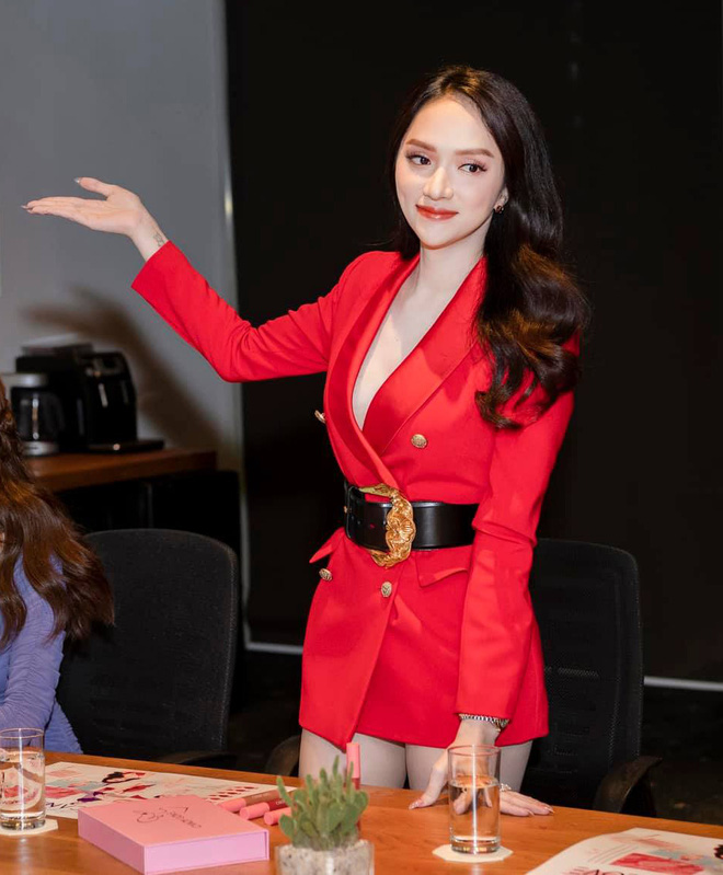 Sao Việt ham chế blazer thành váy ngắn cũn: Hương Giang, Bảo Thy... rơi vào vòng nguy hiểm, trùm cuối lại là Võ Hoàng Yến - ảnh 1