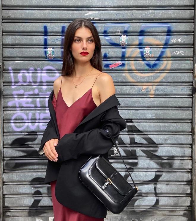 Chưa vội sắm đồ Thu, gái Pháp có cả loạt cách tận dụng váy 2 dây mùa Hè cực thông minh - ảnh 3