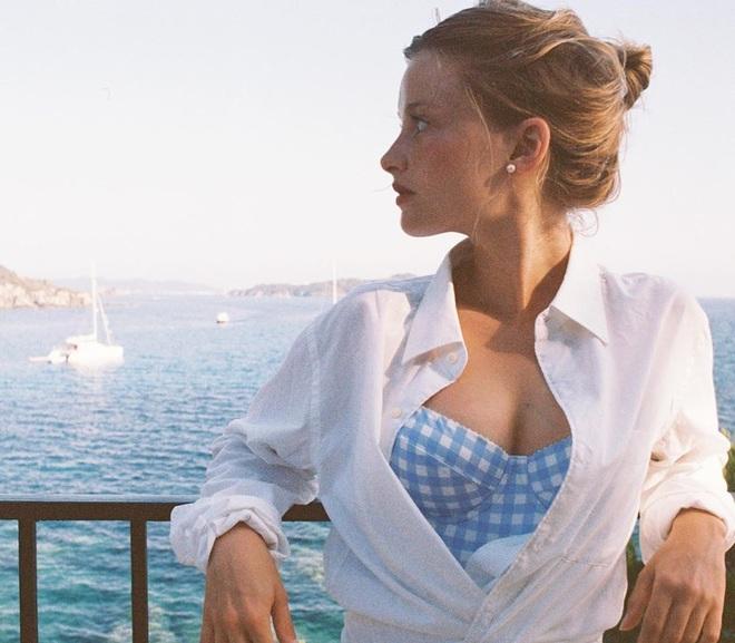 Chưa vội sắm đồ Thu, gái Pháp có cả loạt cách tận dụng váy 2 dây mùa Hè cực thông minh - ảnh 5