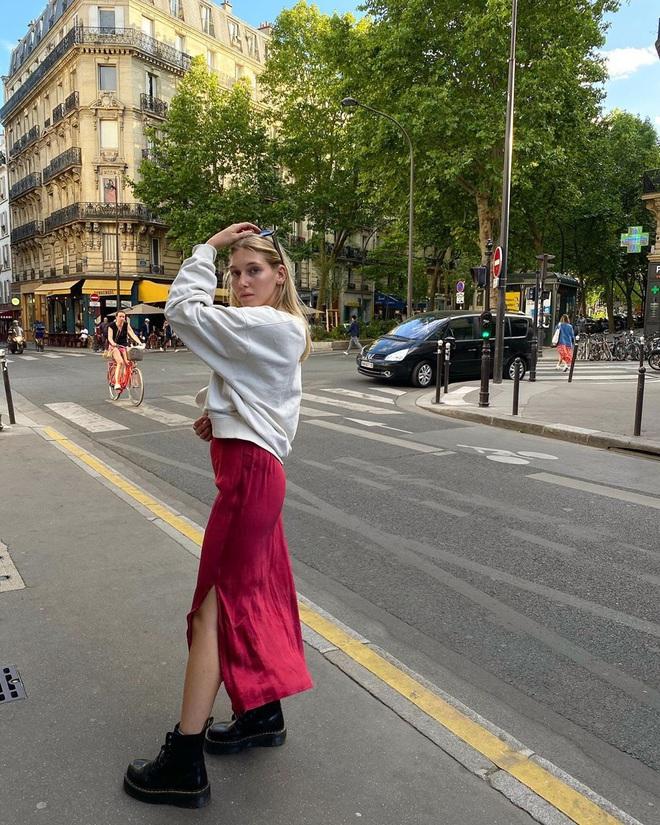Chưa vội sắm đồ Thu, gái Pháp có cả loạt cách tận dụng váy 2 dây mùa Hè cực thông minh - ảnh 6