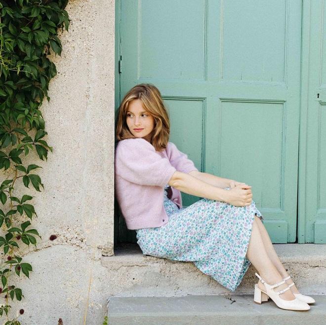 Chưa vội sắm đồ Thu, gái Pháp có cả loạt cách tận dụng váy 2 dây mùa Hè cực thông minh - ảnh 8