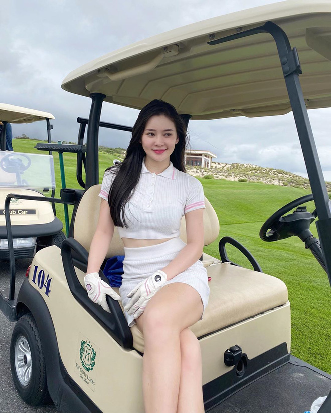 So ảnh gái xinh mặc bikini với khi lên đồ chơi golf: Dáng chuẩn, eo thon thì mặc hở kín gì cũng đẹp mê - ảnh 3