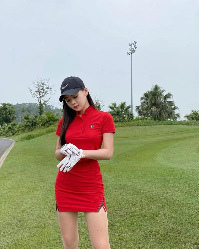 So ảnh gái xinh mặc bikini với khi lên đồ chơi golf: Dáng chuẩn, eo thon thì mặc hở kín gì cũng đẹp mê - ảnh 2