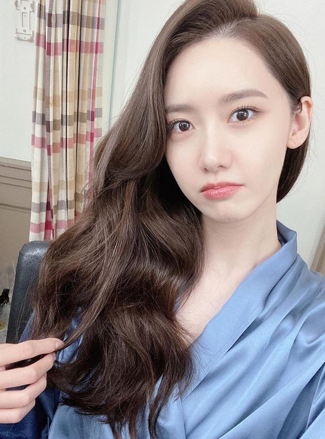 5 kiểu tóc uốn chuẩn mùa thu của sao Hàn, bạn diện theo vừa ăn gian tuổi siêu phàm lại còn sang xịn - Ảnh 3.