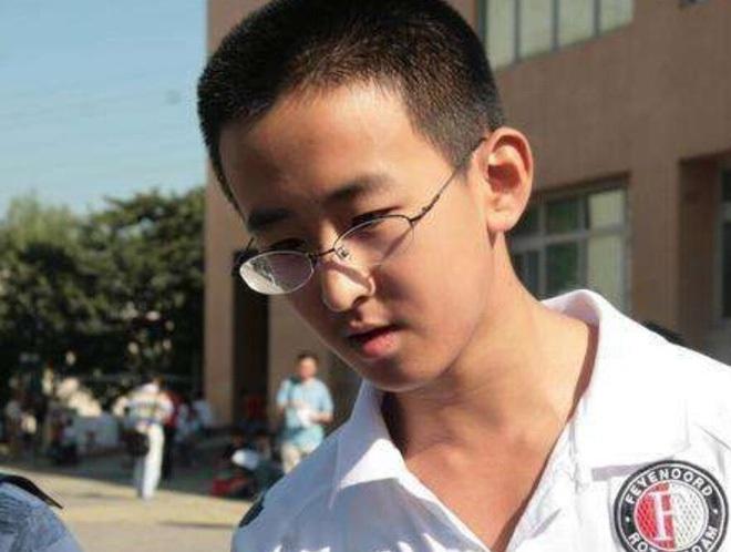 Cậu bé 16 tuổi trở thành Tiến sĩ trẻ nhất nước nhưng bị tất cả chỉ trích, 8 năm sau ai cũng giật mình quay ngoắt thái độ - ảnh 3