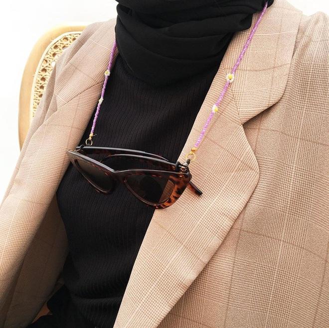 Trend mới bắt ngay: Dây đeo khẩu trang diện lên sang chảnh cả con người, lại công dụng 4 trong 1 - ảnh 14
