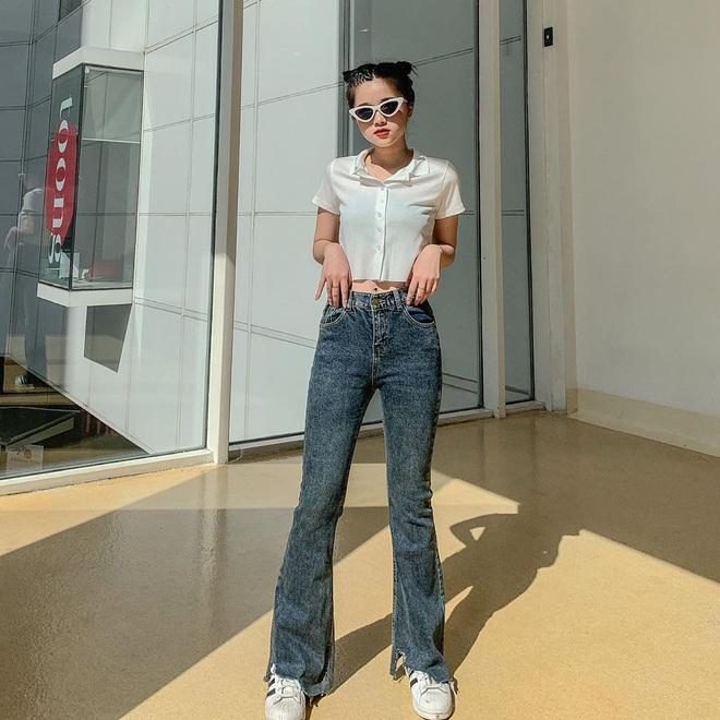 Mùa thu diện quần jeans ống loe chanh sả biết mấy, lại hack chân dài không tậu hơi phí - ảnh 1