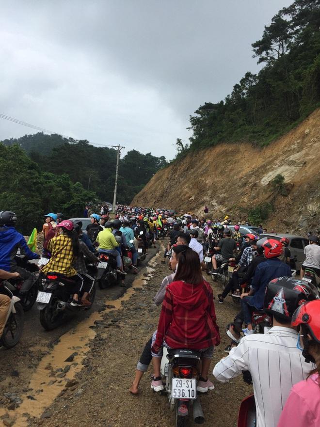 """Đường lên Tam Đảo """"thất thủ"""" ngày 2⁄9, hàng nghìn thanh niên mệt mỏi vì ùn tắc nhiều km - Ảnh 3."""