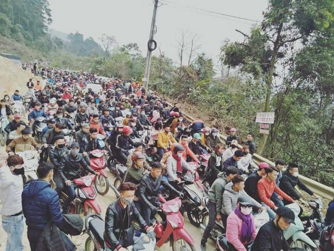 """Đường lên Tam Đảo """"thất thủ"""" ngày 2⁄9, hàng nghìn thanh niên mệt mỏi vì ùn tắc nhiều km - Ảnh 4."""