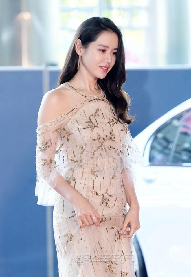 Clip quay vội Yoona (SNSD) ở Baeksang 2017 hot lại vì bữa tiệc visual đỉnh cao, ai dè chị đẹp Son Ye Jin giành luôn spotlight - ảnh 4