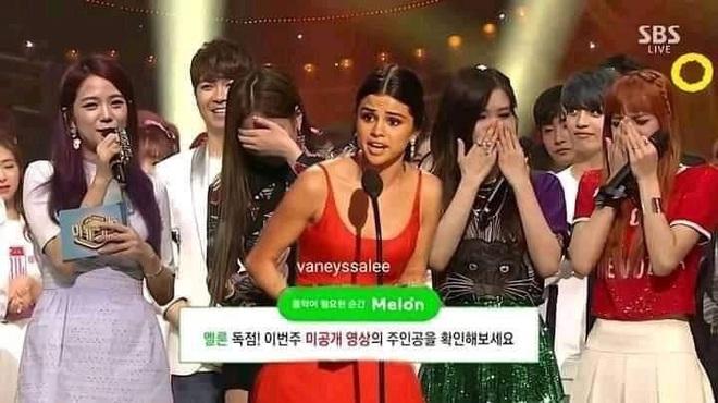 Selena Gomez là nghệ sĩ quốc tế đầu tiên thắng cúp show Hàn nhờ màn collab với BLACKPINK, fan BTS lập tức cà khịa - ảnh 1