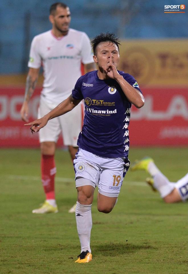 Quang Hải ăn mừng đầy cảm xúc khi ghi bàn giúp Hà Nội FC vô địch Cúp Quốc gia 2020 - ảnh 1