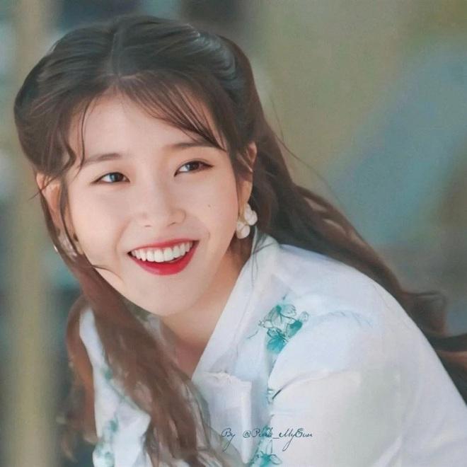 Kiểu tóc quen thuộc hay bị chê sến nhưng Irene, IU diện lên lại đẹp sang như nữ thần - ảnh 5