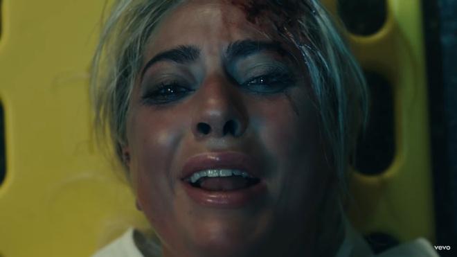 Giải mã MV 911: Lady Gaga là nạn nhân tai nạn giao thông, các nhân vật kì quái xuất hiện không hề ngẫu nhiên! - ảnh 32