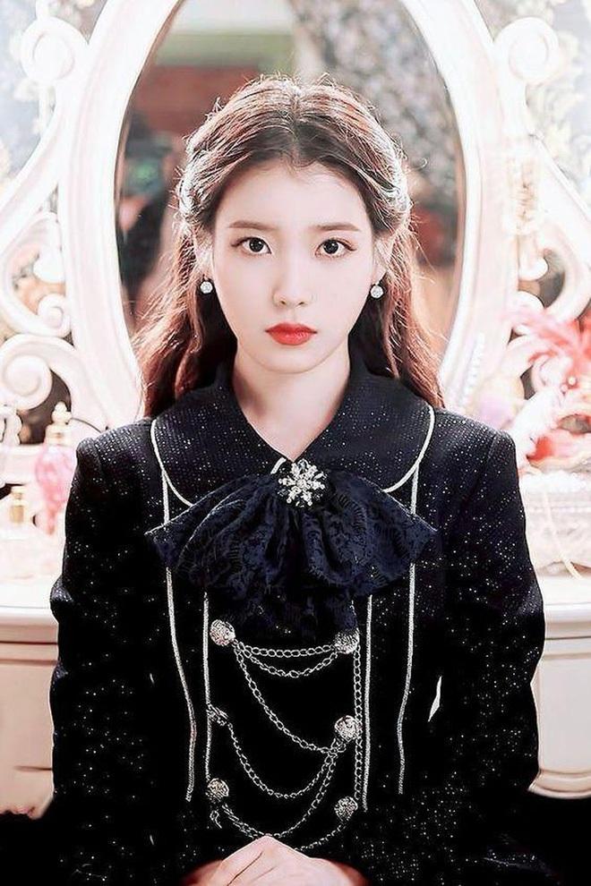 Kiểu tóc quen thuộc hay bị chê sến nhưng Irene, IU diện lên lại đẹp sang như nữ thần - ảnh 4