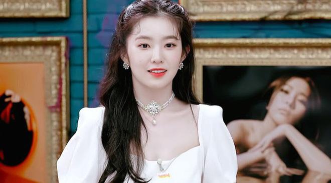 Kiểu tóc quen thuộc hay bị chê sến nhưng Irene, IU diện lên lại đẹp sang như nữ thần - ảnh 8
