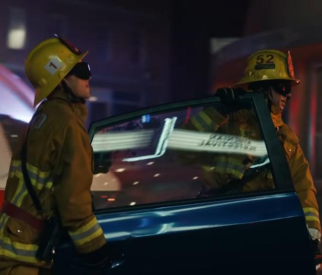Giải mã MV 911: Lady Gaga là nạn nhân tai nạn giao thông, các nhân vật kì quái xuất hiện không hề ngẫu nhiên! - ảnh 12