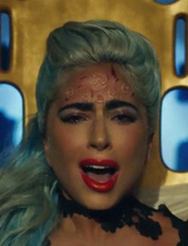 Giải mã MV 911: Lady Gaga là nạn nhân tai nạn giao thông, các nhân vật kì quái xuất hiện không hề ngẫu nhiên! - ảnh 31