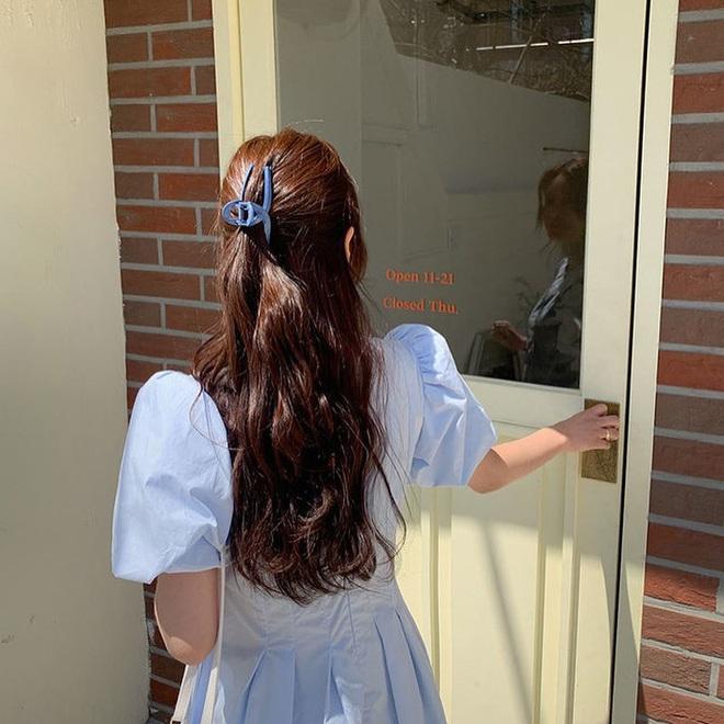 Kiểu tóc quen thuộc hay bị chê sến nhưng Irene, IU diện lên lại đẹp sang như nữ thần - ảnh 16
