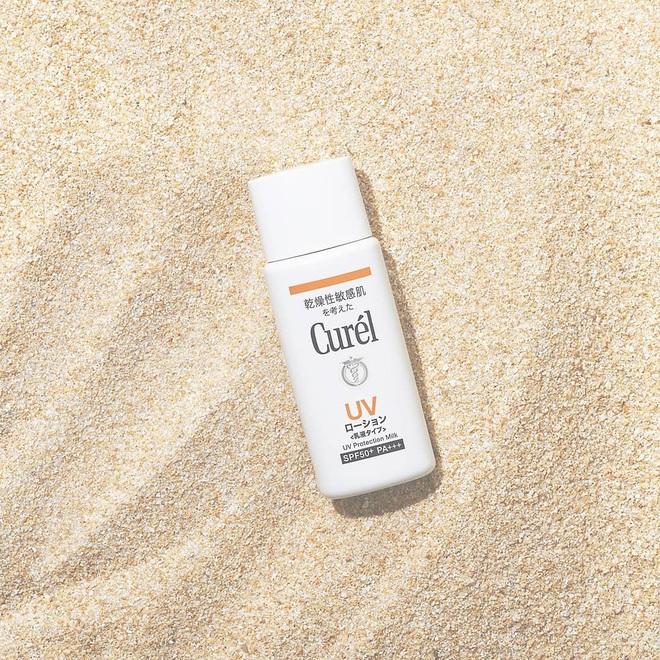 5 kem chống nắng lành tính lại mỏng nhẹ, tha hồ dùng mà chẳng lo bí da hay mụn ẩn - ảnh 7