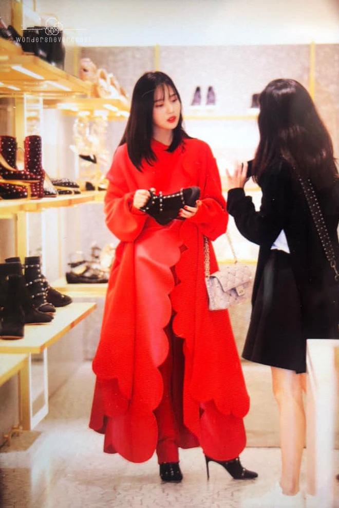 Khẩu chiến nữ thần mới của Red Velvet dự sự kiện: Đồ bèo nhún như quấn chăn dìm không nổi thánh body, chấp cả camera thường - ảnh 7