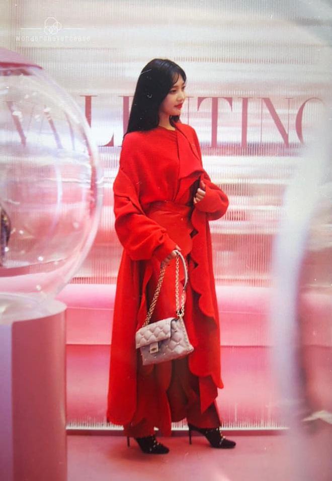 Khẩu chiến nữ thần mới của Red Velvet dự sự kiện: Đồ bèo nhún như quấn chăn dìm không nổi thánh body, chấp cả camera thường - ảnh 6