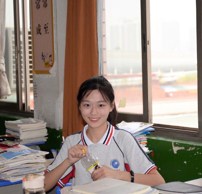 Khi loạt nữ thần trung học đọ sắc: Bình thường đã xinh, diện đồng phục còn nổi bật gấp mười - ảnh 3