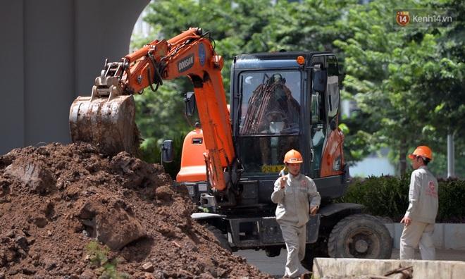 Cận cảnh cầu cạn Mai Dịch - Nam Thăng Long đã rải nhựa xong chờ ngày thông xe - ảnh 16