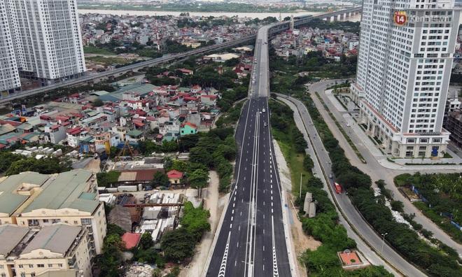 Cận cảnh cầu cạn Mai Dịch - Nam Thăng Long đã rải nhựa xong chờ ngày thông xe - ảnh 1