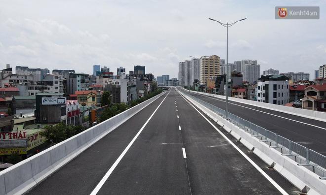 Cận cảnh cầu cạn Mai Dịch - Nam Thăng Long đã rải nhựa xong chờ ngày thông xe - ảnh 6