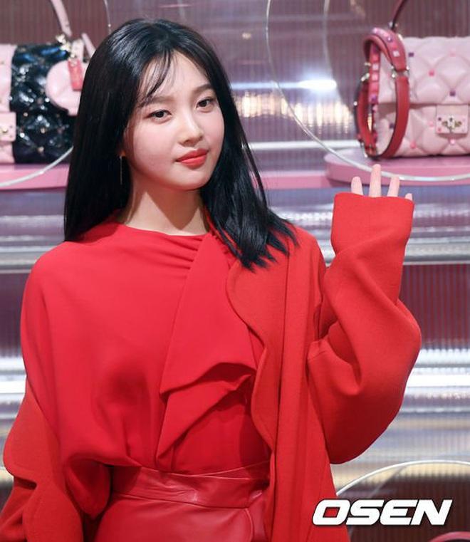 Khẩu chiến nữ thần mới của Red Velvet dự sự kiện: Đồ bèo nhún như quấn chăn dìm không nổi thánh body, chấp cả camera thường - ảnh 11