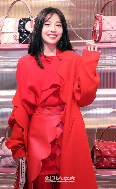 Khẩu chiến nữ thần mới của Red Velvet dự sự kiện: Đồ bèo nhún như quấn chăn dìm không nổi thánh body, chấp cả camera thường - ảnh 10