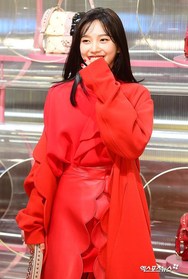 Khẩu chiến nữ thần mới của Red Velvet dự sự kiện: Đồ bèo nhún như quấn chăn dìm không nổi thánh body, chấp cả camera thường - ảnh 9