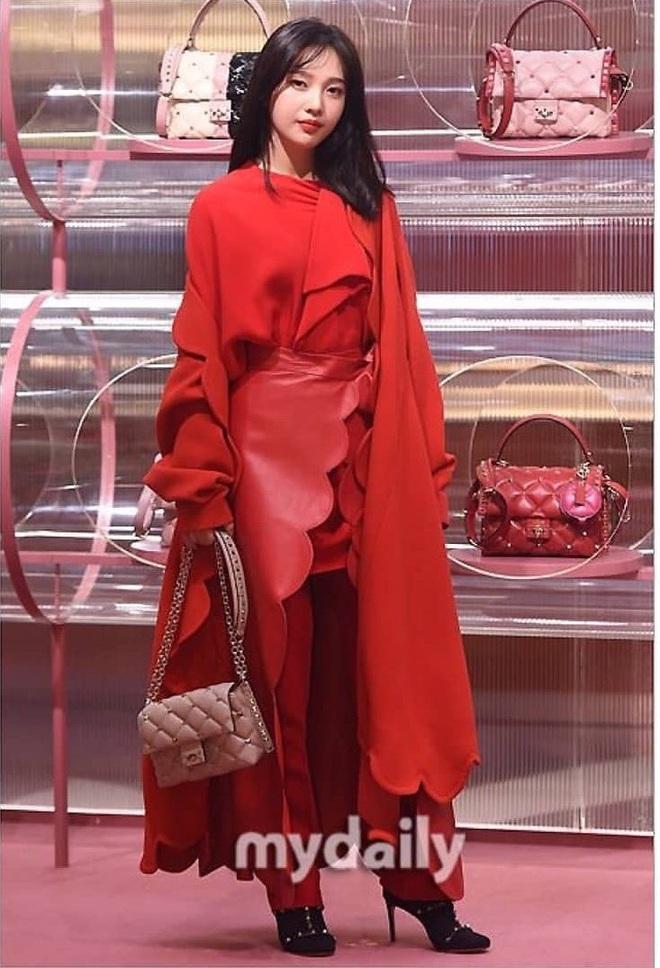 Khẩu chiến nữ thần mới của Red Velvet dự sự kiện: Đồ bèo nhún như quấn chăn dìm không nổi thánh body, chấp cả camera thường - ảnh 2