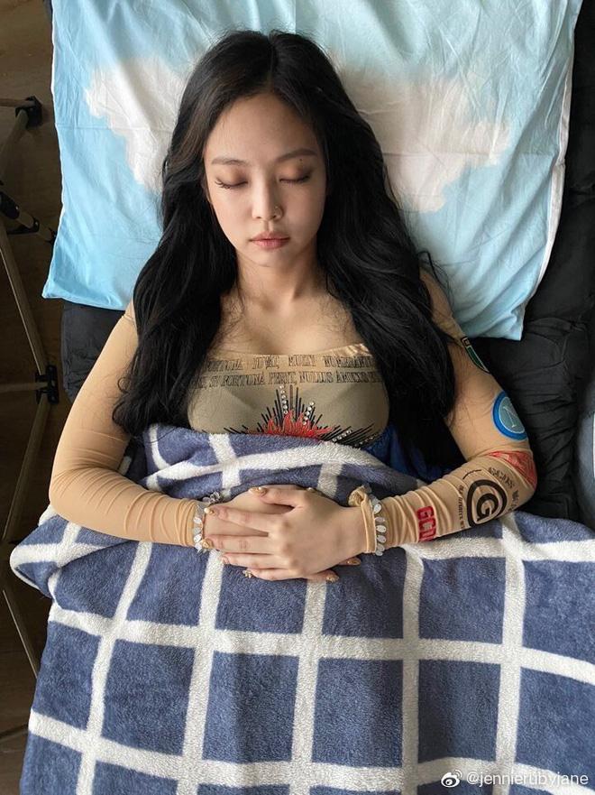 Idol Hàn chợp mắt với nguyên lớp makeup: Xem vừa thương vừa nhận ra toàn cực phẩm nhan sắc, đến ngủ cũng đẹp - ảnh 2
