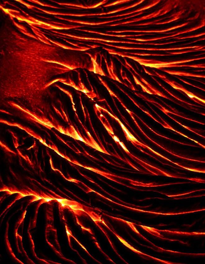 Suýt thiêu cháy camera trên miệng núi lửa, nhiếp ảnh gia lại thu được những khoảnh khắc không tưởng - ảnh 4