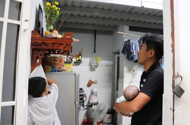 Vợ mất sau khi sinh, chồng chết lặng ôm 4 đứa con khờ dại: Mẹ con không về nữa đâu - ảnh 20