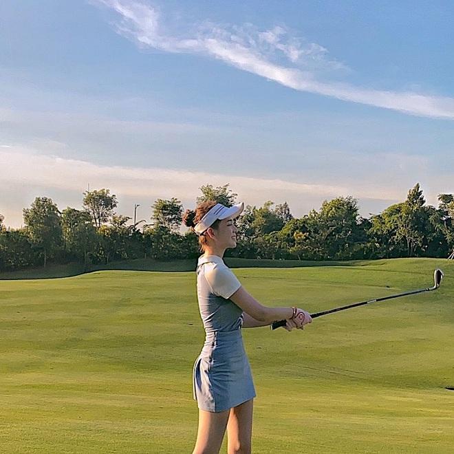 Cú đụng độ giữa Á hậu vs bạn gái thiếu gia ở sân golf, ai đẹp hơn hả các bạn? - ảnh 4