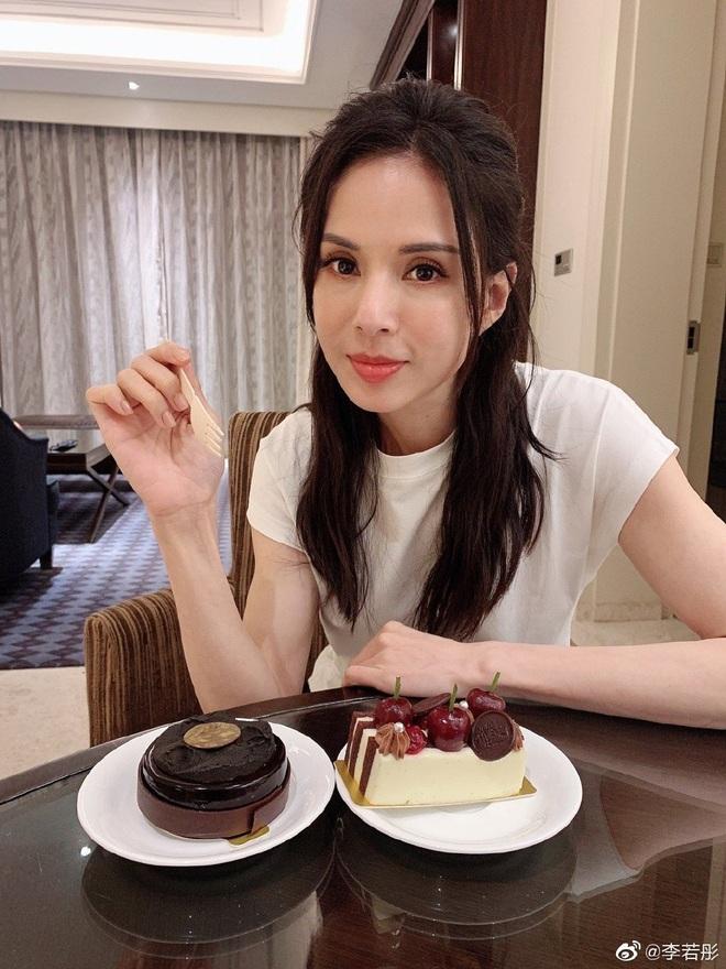Weibo sốt xình xịch với body Tiểu Long Nữ Lý Nhược Đồng: Xuất sắc chẳng kém đàn em, ai bảo đây là mỹ nhân 54 tuổi? - ảnh 7