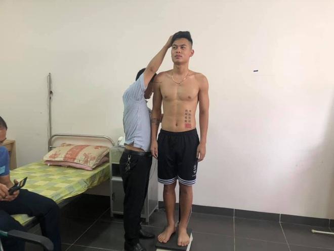 Tuyển thủ Việt Nam lộ xương sườn và thể hình gầy gò khi làm kiểm tra vào đại học - ảnh 4