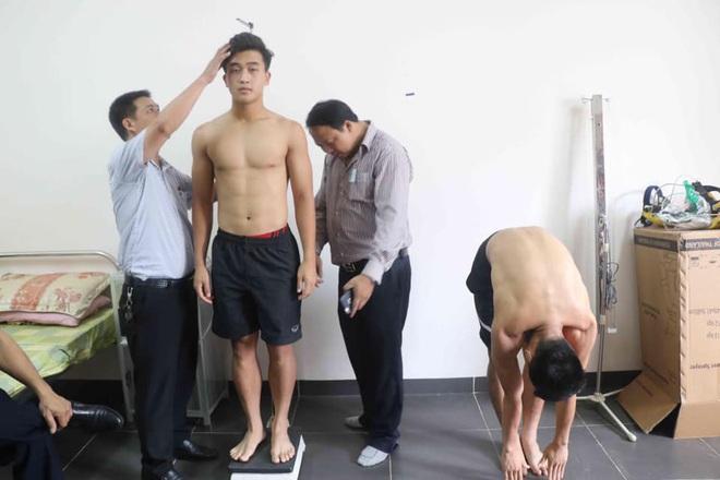 Tuyển thủ Việt Nam lộ xương sườn và thể hình gầy gò khi làm kiểm tra vào đại học - ảnh 5