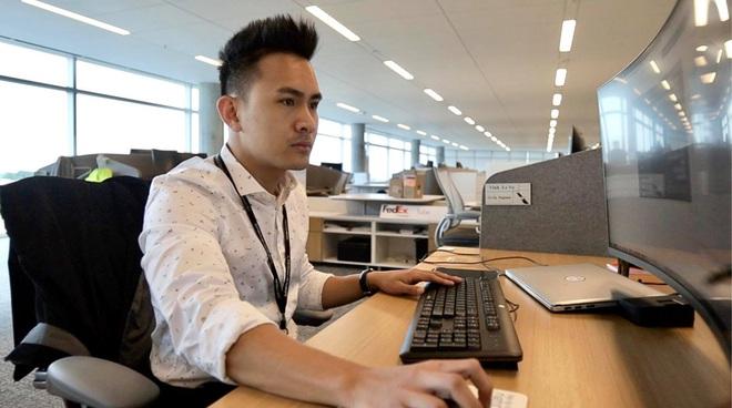 Con trai kỹ sư hàng không của Hoài Linh nói về tin đồn thất nghiệp tại Mỹ, tiết lộ thứ giá trị nhất được ba cho - ảnh 2