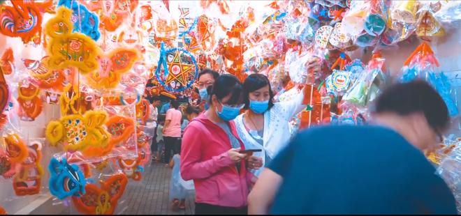 Clip: Phố lồng đèn Sài Gòn vắng khách, tiểu thương chỉ bán được 50% so với mọi năm - ảnh 3