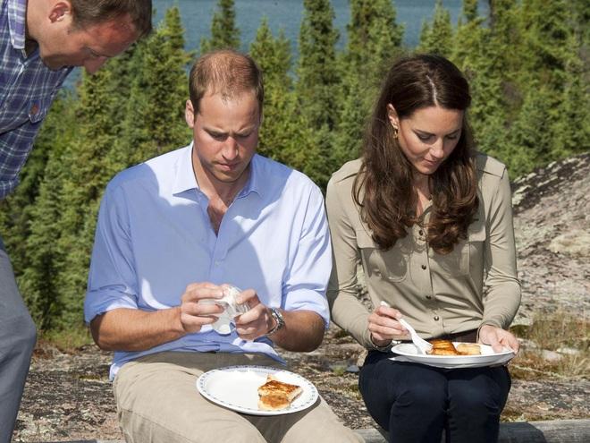 Trải qua 3 lần sinh nở, Công nương Kate có bí quyết giữ dáng gì mà vẫn mặc vừa đồ size S chuẩn chỉnh? - ảnh 7