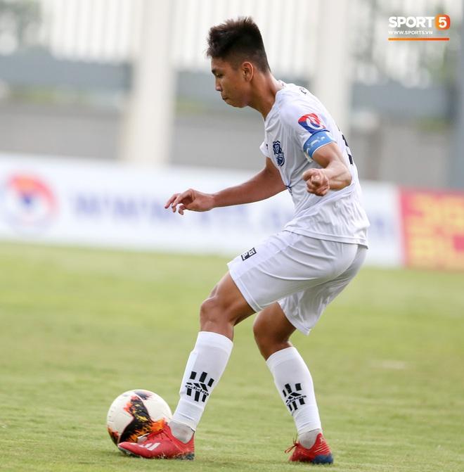 Dương Quang Trung Hiếu: Sát thủ triển vọng của bóng đá Việt với số áo kỳ lạ và ước mơ cao lớn như Ronaldo - ảnh 1