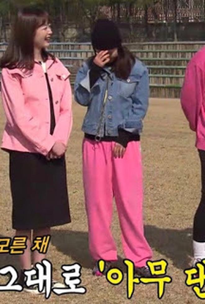 """Vừa bị chê luộm thuộm, Song Ji Hyo """"dập"""" lại luôn bằng bộ ảnh mới: Nhan sắc đỉnh cao thế này ai nghĩ đã U40? - Ảnh 9."""