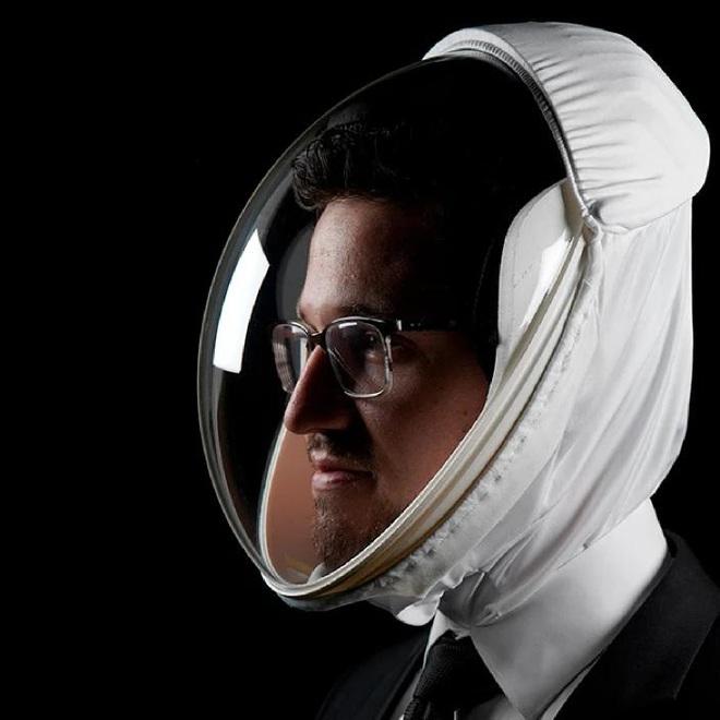 Mũ bảo hiểm chống dịch COVID-19 lạ nhất là đây, giống hệt đồ cho phi hành gia, giá 4,6 triệu đồng - ảnh 5