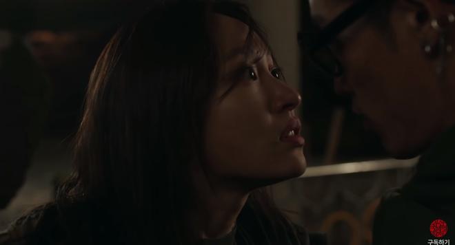 Nữ thần fancam Hani (EXID) hôn ngấu nghiến con gái nhà người ta ở trailer Young Adult Matter - Ảnh 10.