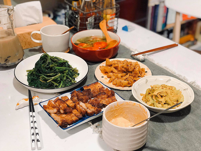 Chàng trai khoe mâm cơm nhà ngon như cơm tiệm, mỗi lần mở tiệc lẩu hay thịt nướng là bạn bè xếp hàng xin ăn ké - ảnh 4